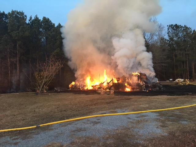Suffolk mobile home fire 12_19_17_660261