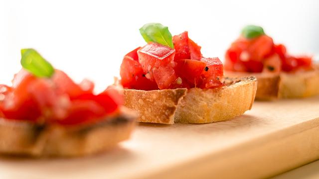tomato-basil-bruschetta-recipe-appetizer_1514581147968_327505_ver1-0_30773311_ver1-0_640_360_665262