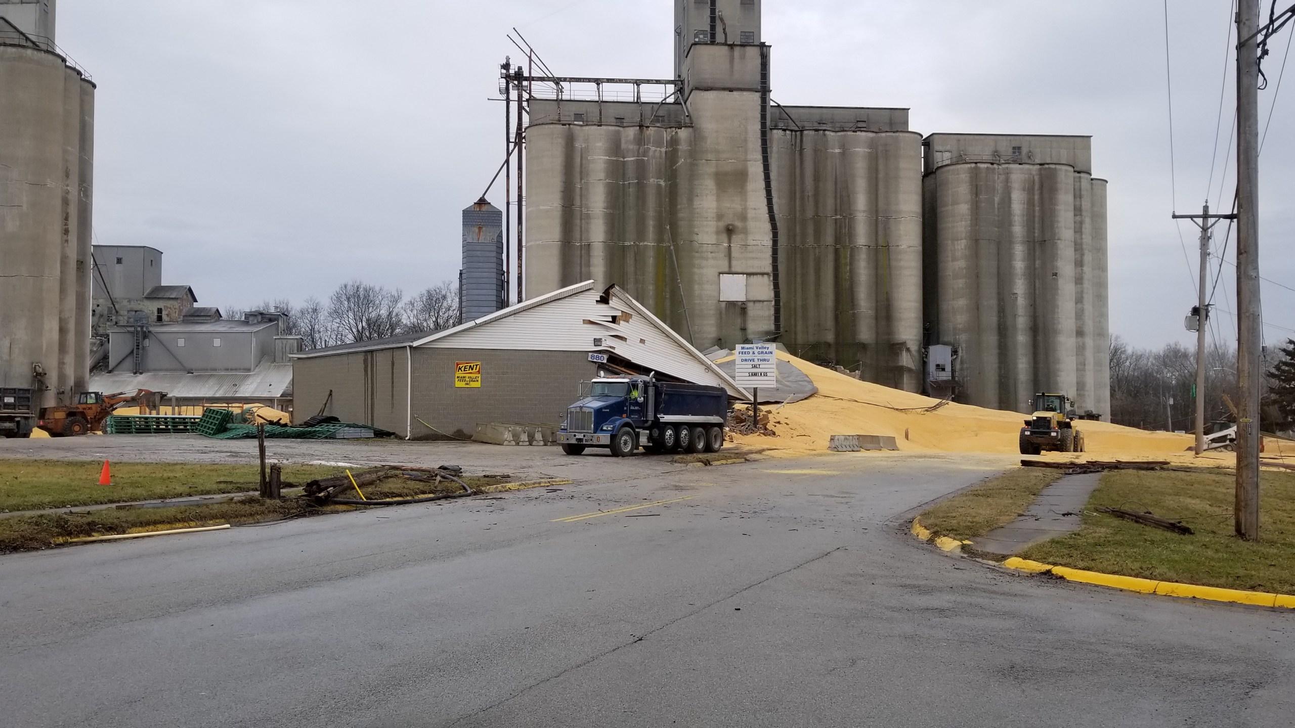 Large grain silo_686554