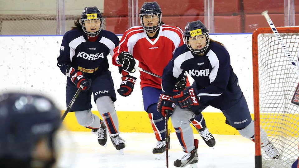 korean-unified-womens-hockey-practice-ap18028328512592_686683