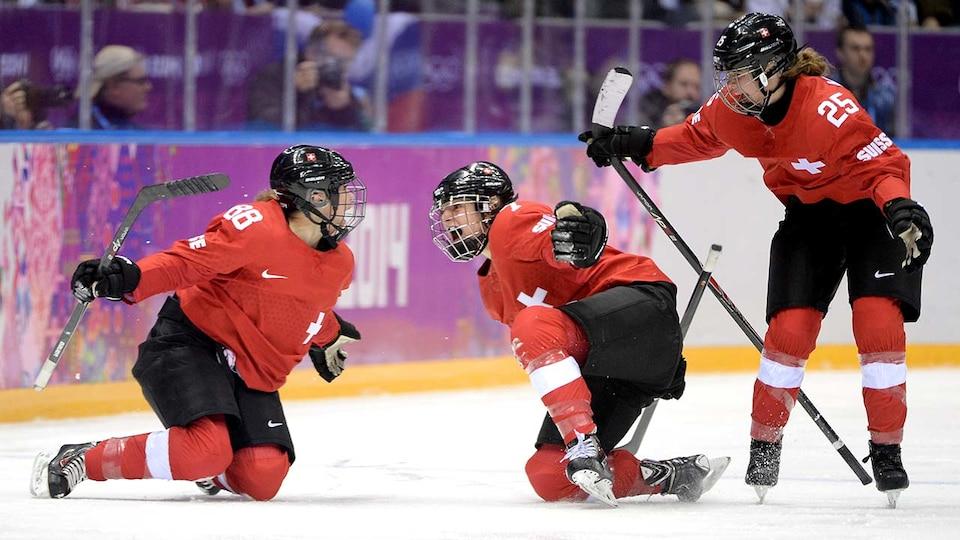 sui-womens-hockey-sochi-gettyimages-470643001_683965