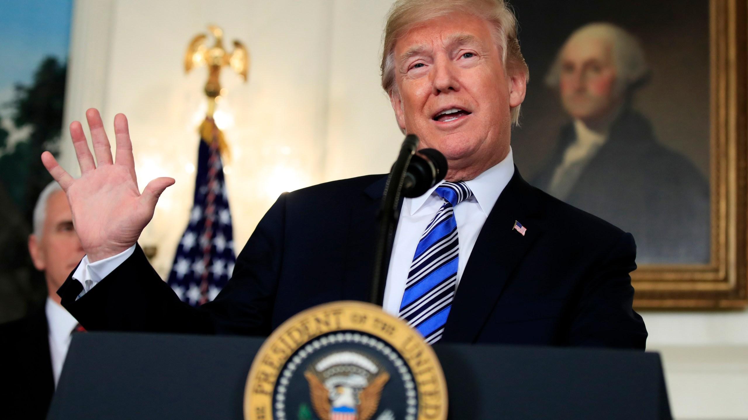 AP_Poll_Trump_60479-159532.jpg34623005