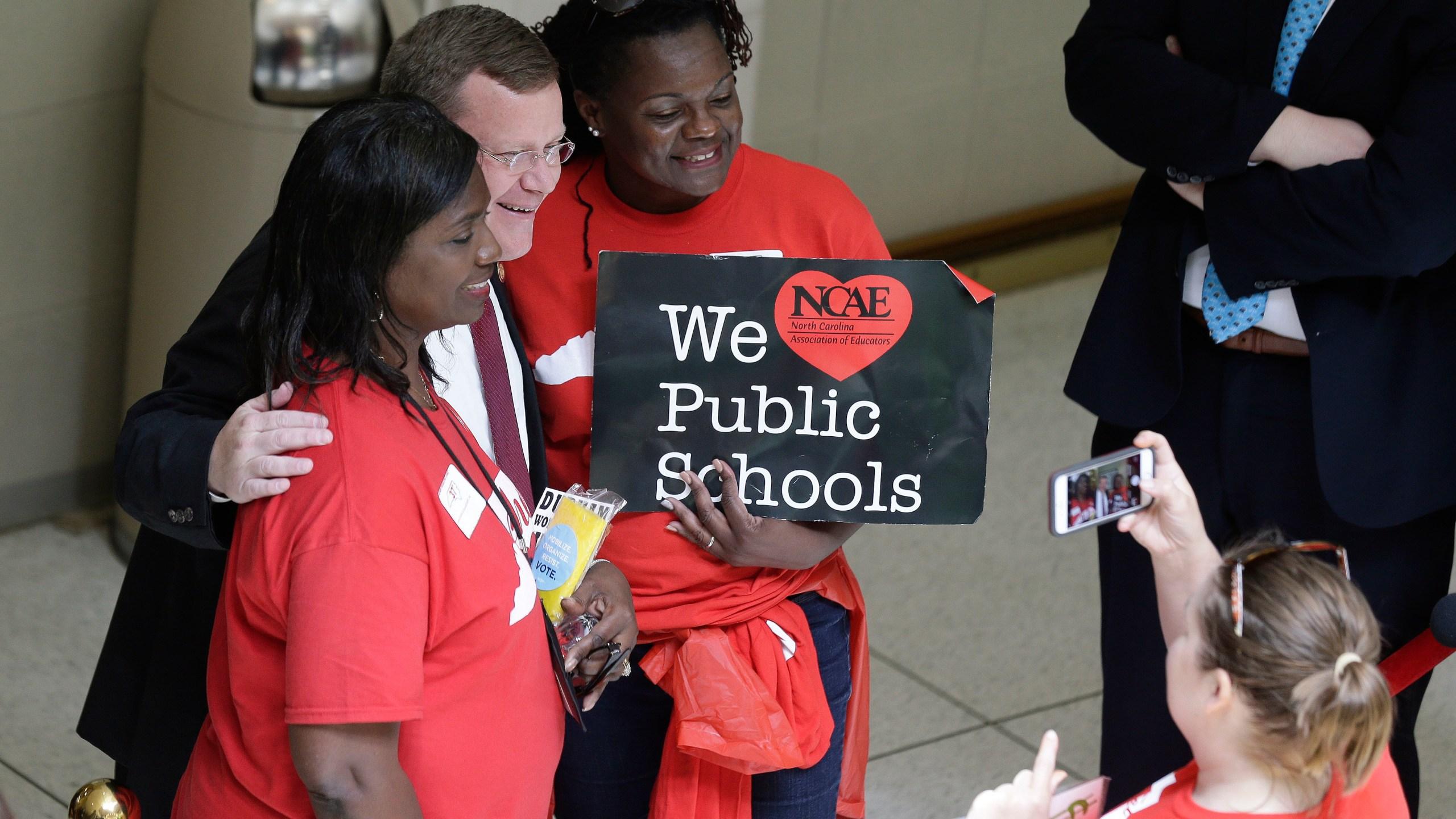 Teacher_Protests_North_Carolina_16447-159532.jpg21275705