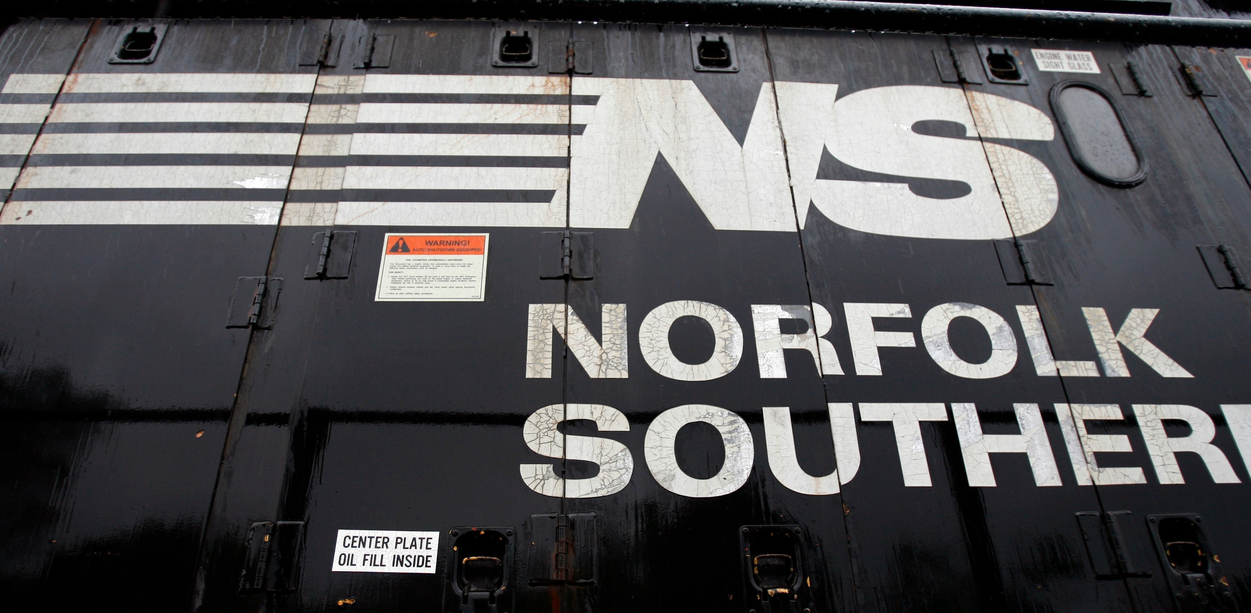 Earns Norfolk Southern_294802