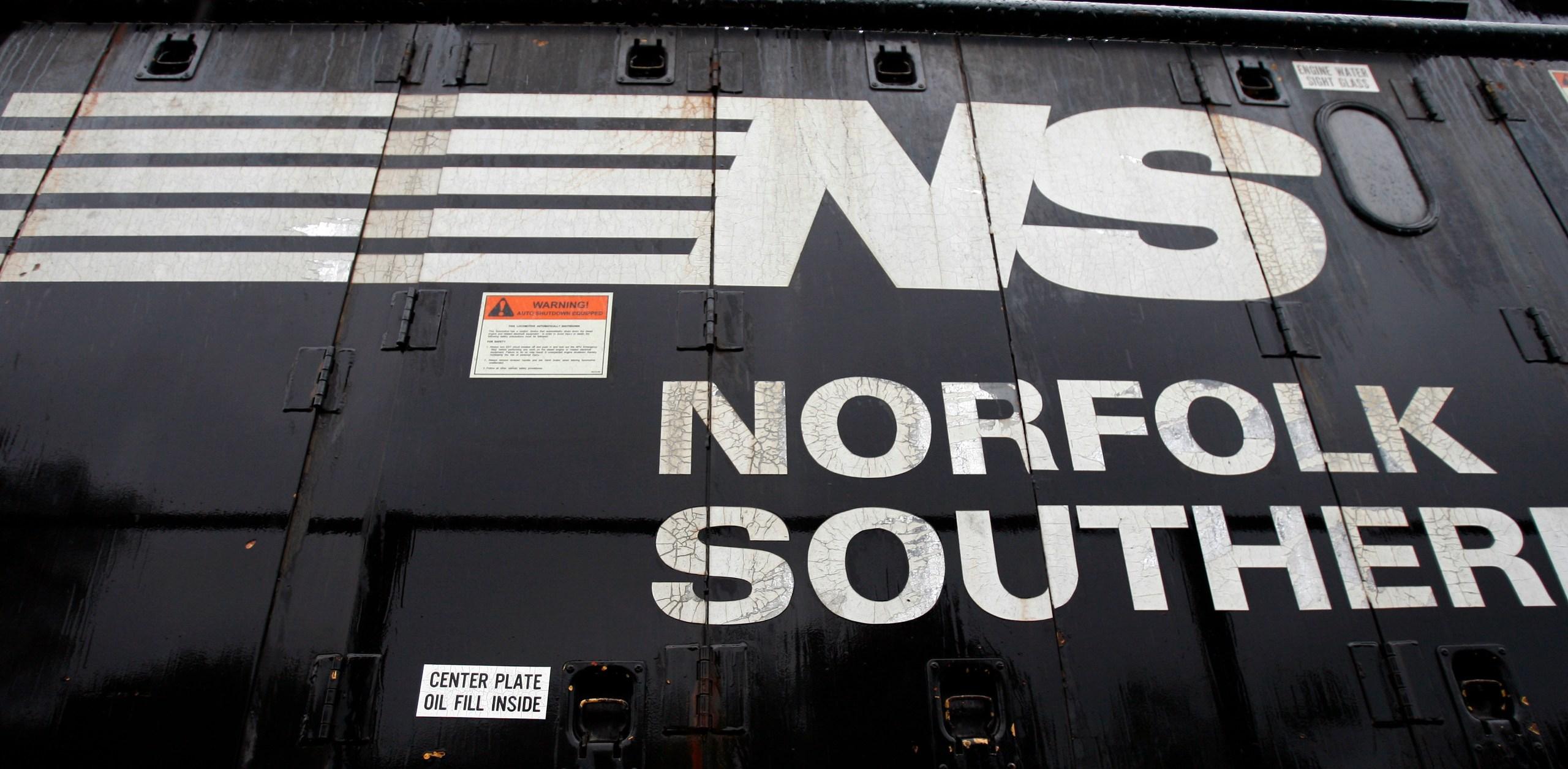 Earns Norfolk Southern_294802