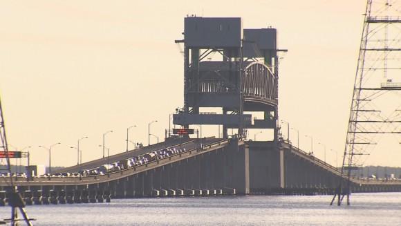 309996-james-river-bridge-stuck-open-for-more-than-an-hour-0cbb4_87187