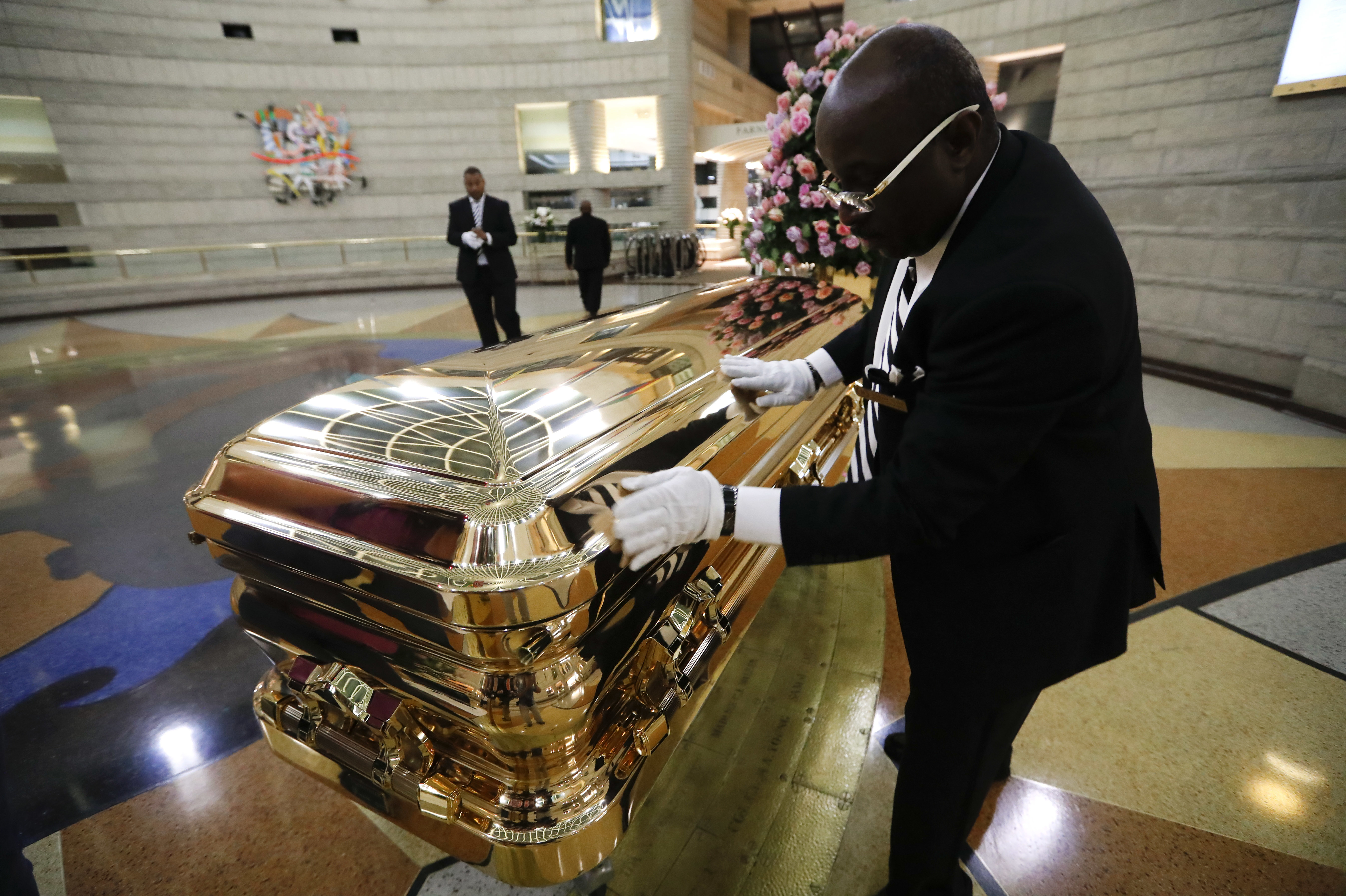 Aretha Franklin Honored With Regal Funeral Worthy Of Queen Of Soul