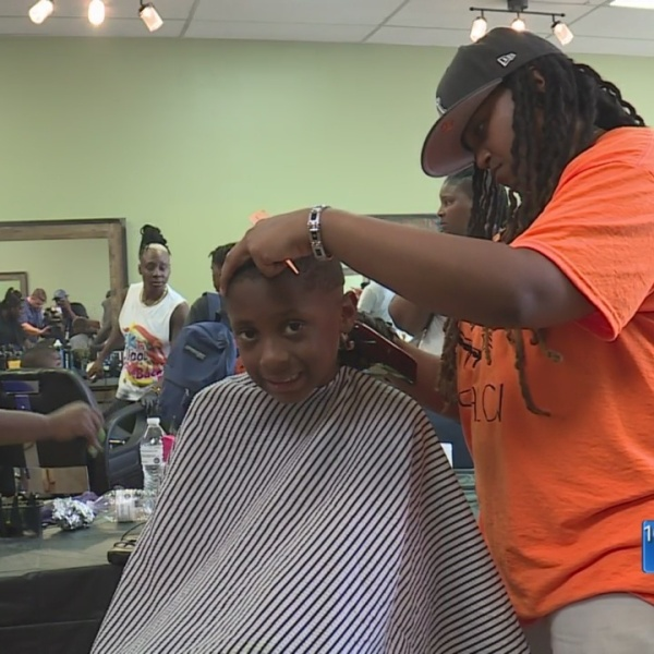 Local_hair_salon_gives_out_nearly_100_fr_0_20180904021629