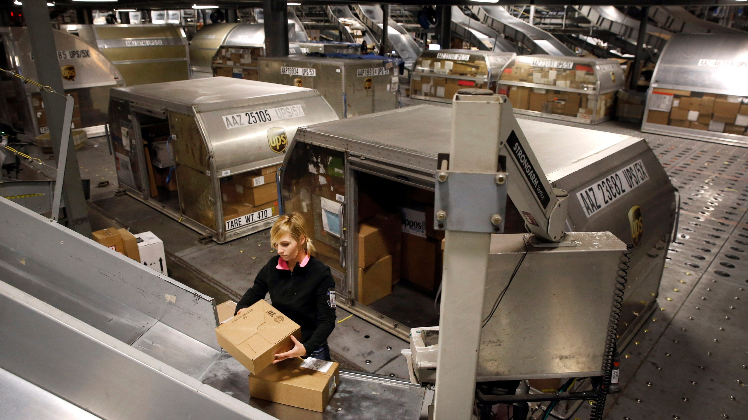 Holiday Shipping Christmas Gifts_239846