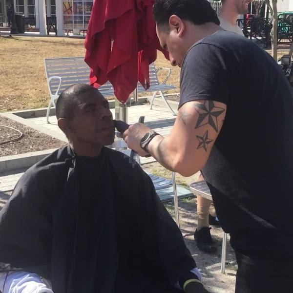 Local_barber_gives_free_haircuts_to_the__4_20190208182122