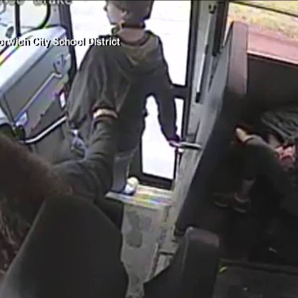 Bus_driver_saves_student_from_speeding_c_3_20190510200750