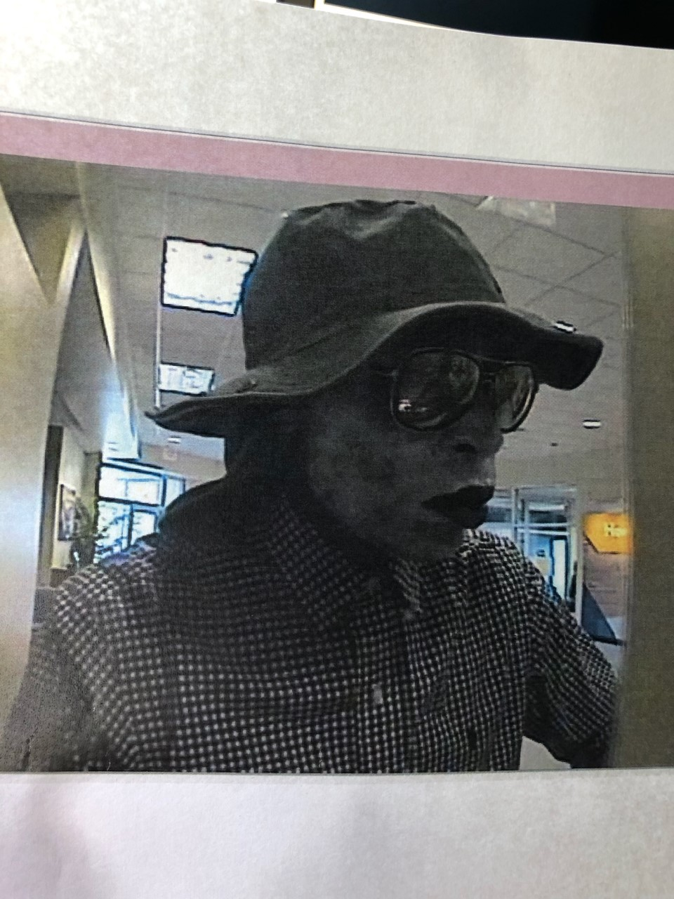 Suspect robs ABNB Federal Credit Union in Suffolk