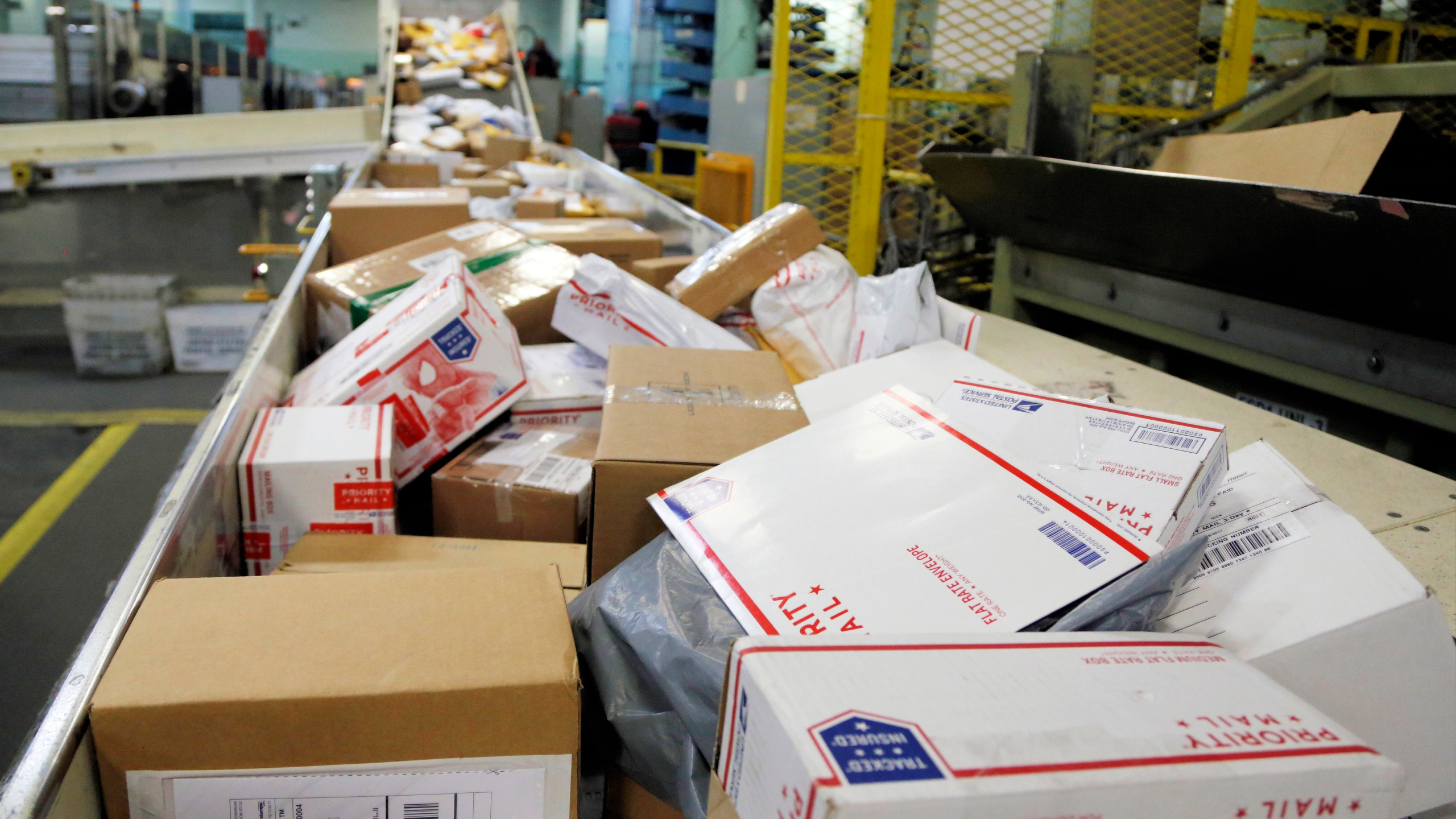 USPS announces holiday shipping deadlines to ensure gifts ... on