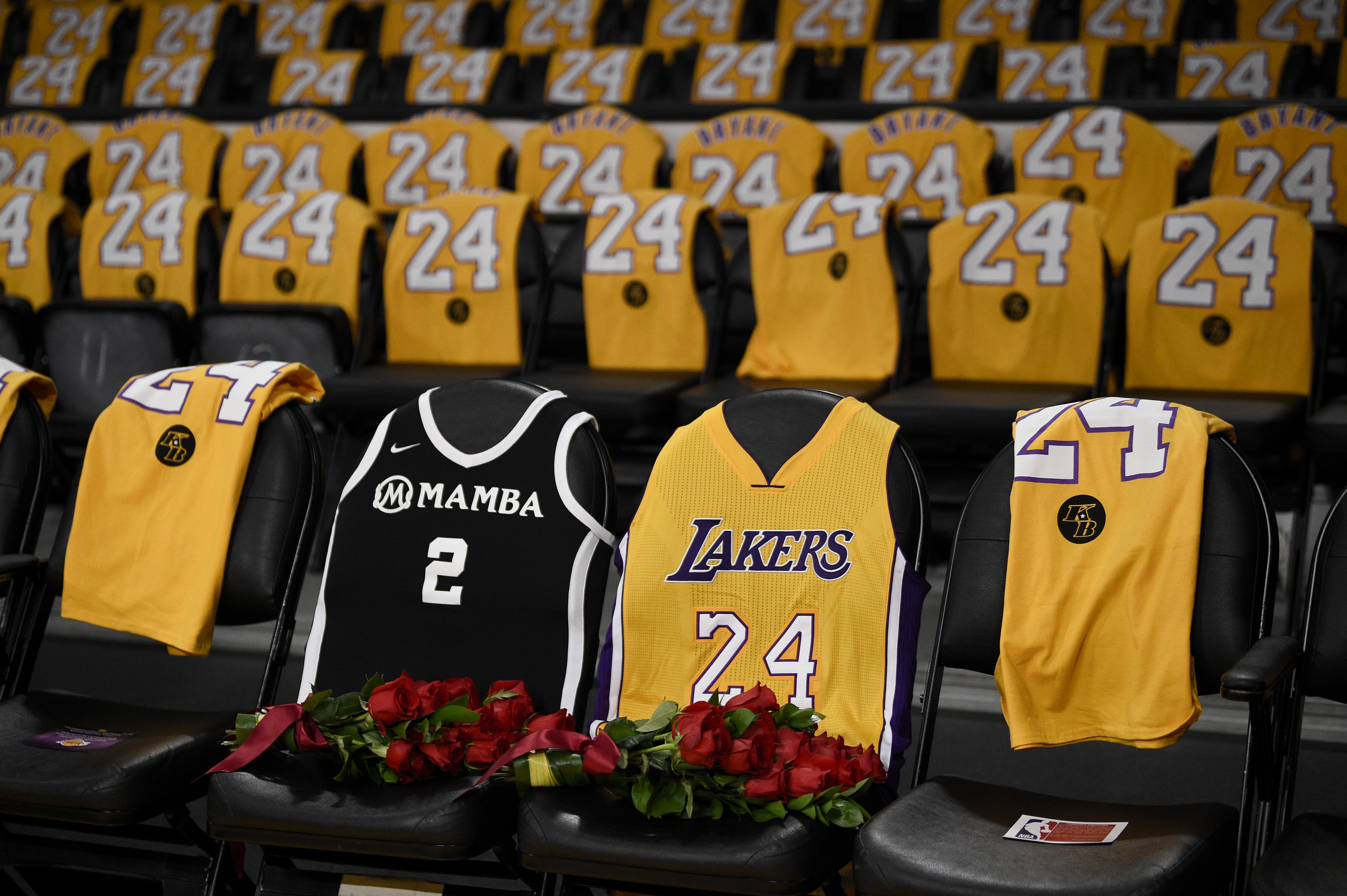 Roses for Kobe and Gianna as Lakers return to action   WAVY.com