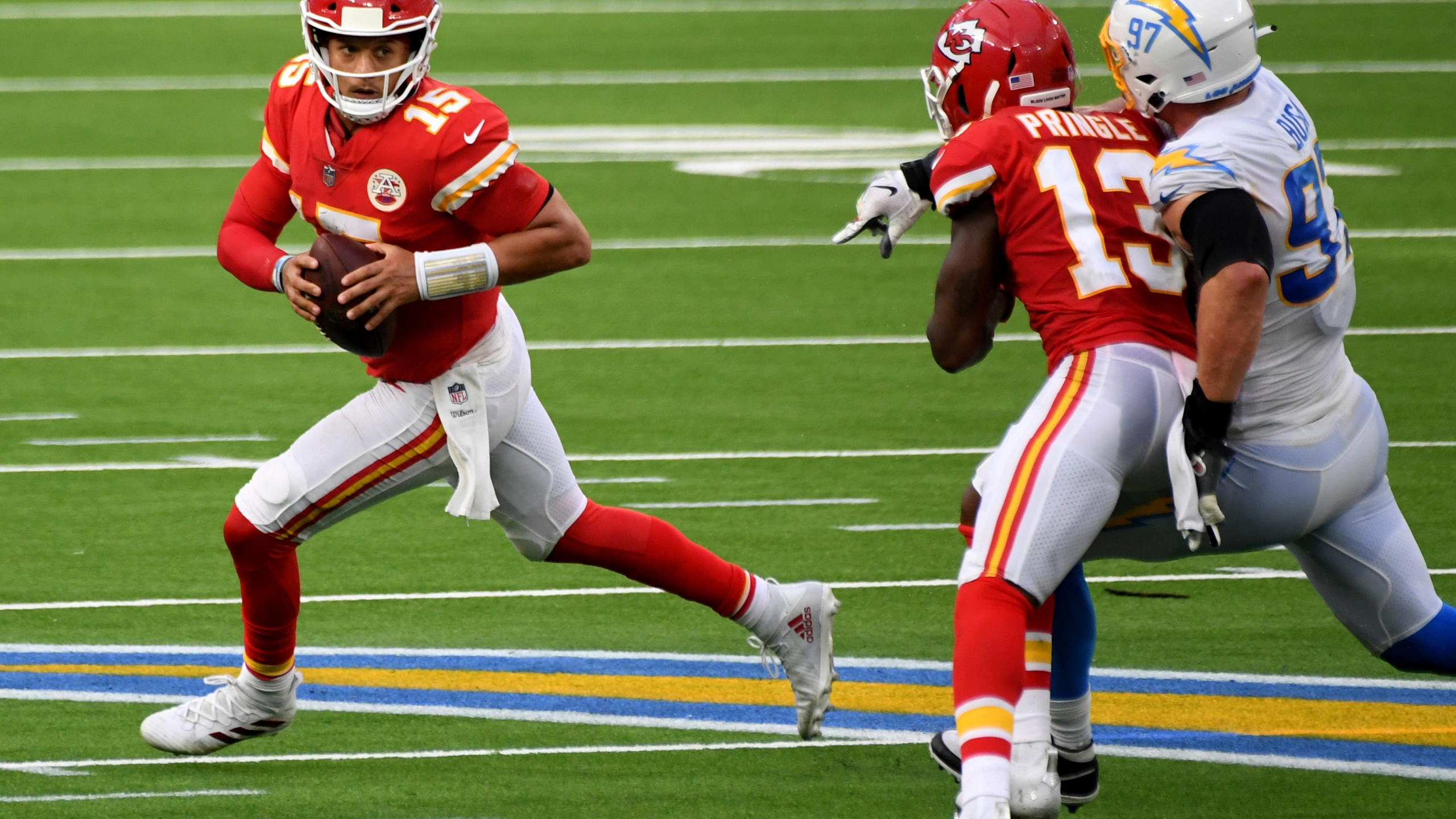 Pat Mahomes Stats Halloween 2020 Patrick Mahomes shows off his scrambling ability – WAVY.com