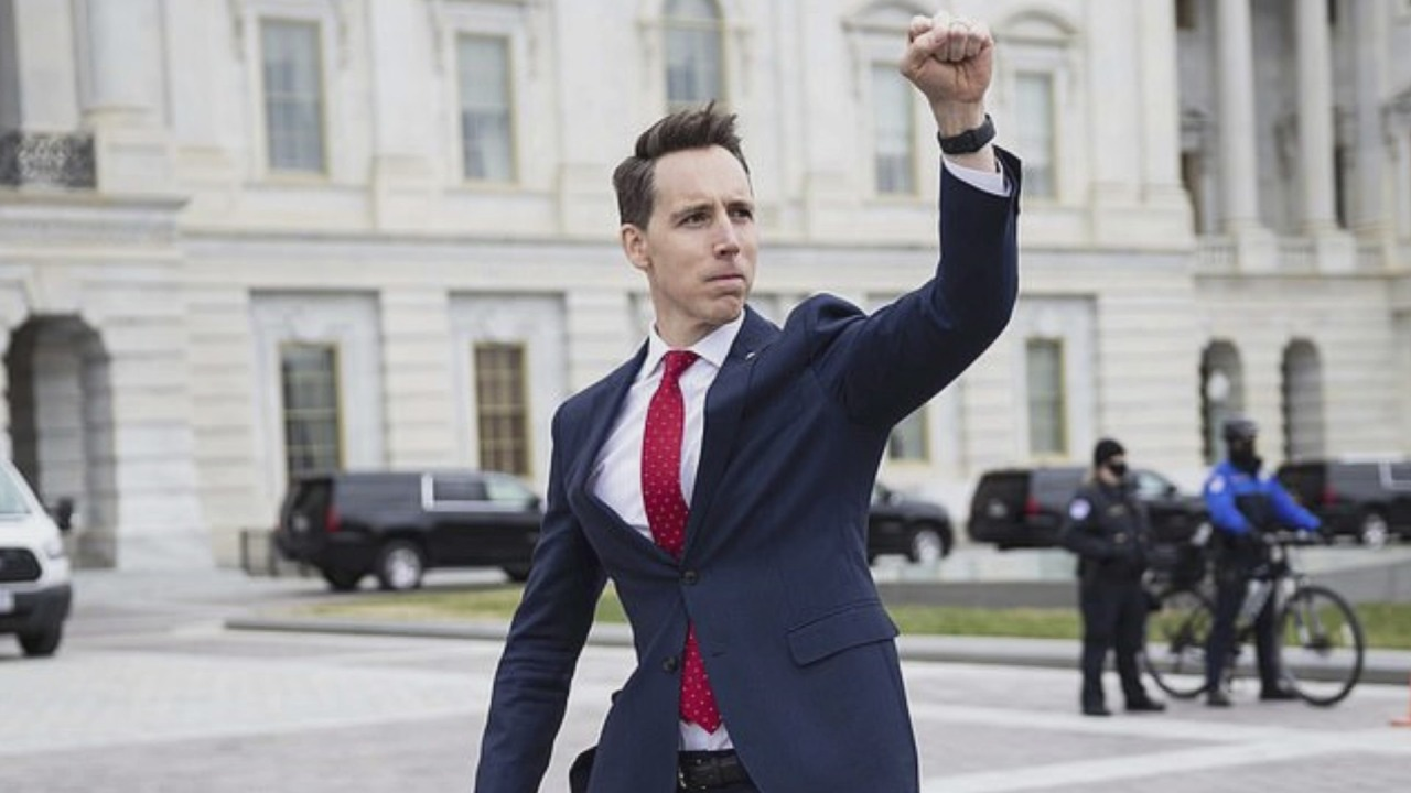 Sen. Hawley criticized for saluting Capitol protesters with fist pump |  WAVY.com